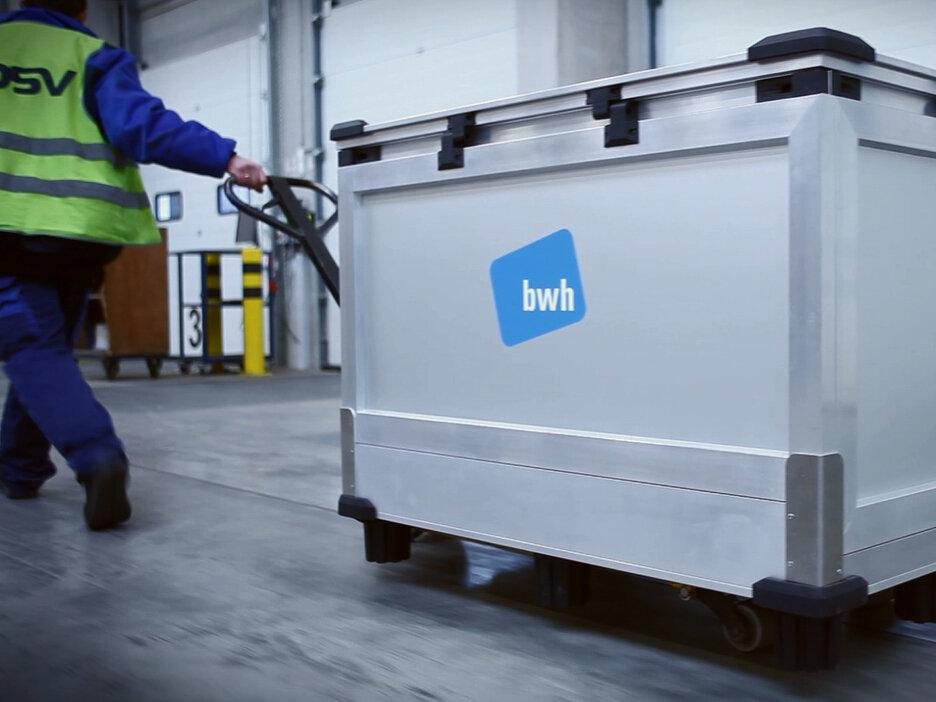 bwh Variosafe Box wird transportiert